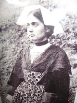 Breton_woman_early_1900s