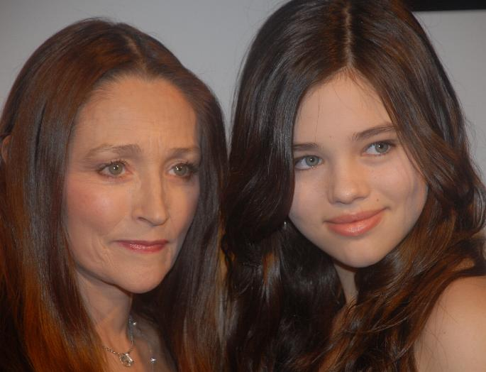 Olivia_hussey_and_india_eisley_lf