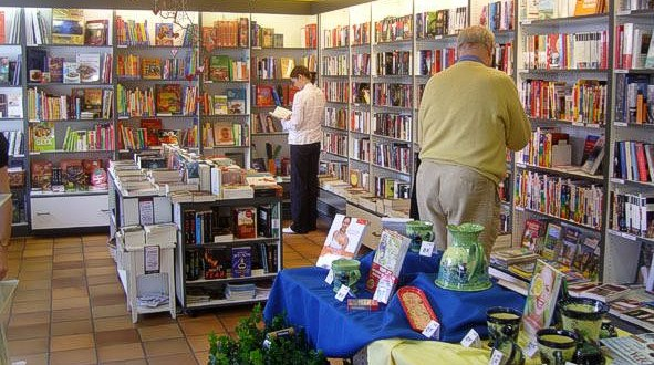 Buchhandlung_kundin_600