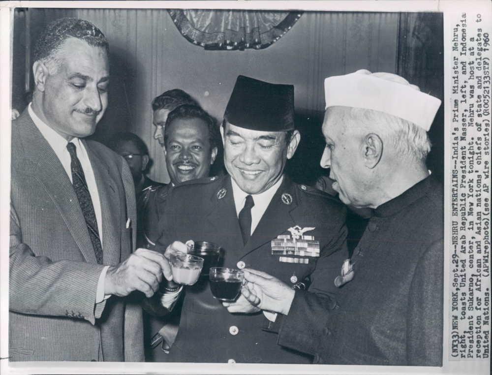 Ister_jawaharlal_nehru_right_toasts