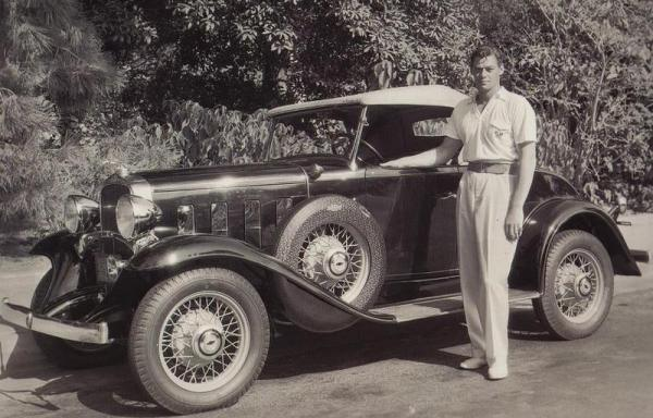 01_johnnyweissmullerwithhis1932chev