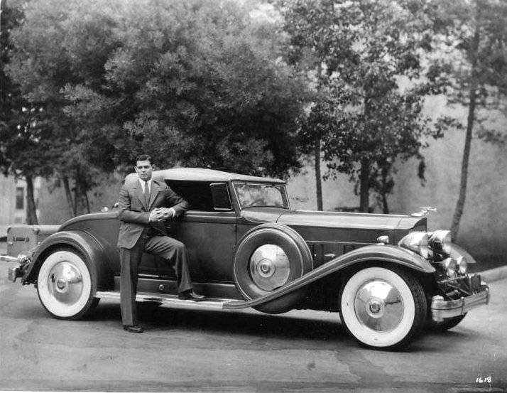 01clarkgablewithhis1932packard